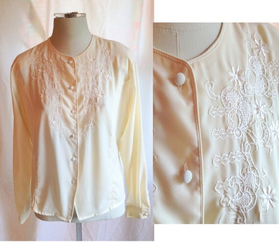 Half Price SALE- Vintage Off White Claudia Richard Blouse. Oversized Blouse. Vintage Top. USA 8. Embroidered. Floral. Button Up. 1980s.