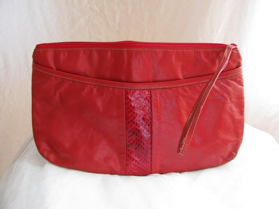 Vintage 10 Dollar SALE- Bright Red Faux Leather Clutch. Wristlet. Cotton. Tan. Summer. Accessory. Bright. Fun. Small Purse. Handbag. 1980s.