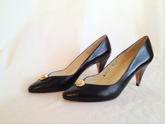 Vintage Black Stiletto Heels. Gold Accent. Caressa Spain. Vintage Shoes. Classic. 1980s. High Heels. Black. USA Size 5 1/2. Euro Size 35.5.