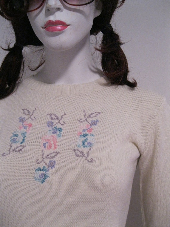 vintage sweater FLORAL 1970s pink cream aqua tiny fit