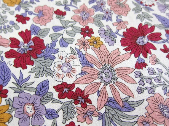 Wild Daisies in Red - Floral Cotton Fabric - Half Yard