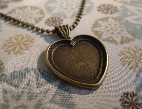 SALE 5 Heart Shaped Antique Bronze Pendant Tray Blanks for DIY Pendants