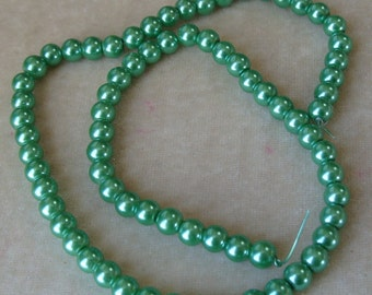 Full Strand of Mint Green Glass Pearl (325)