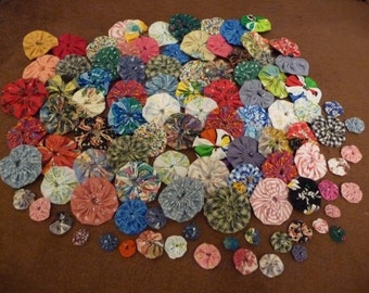 yoyo, yoyo lot, random sizes, handmade, 100 assorted sizes, yoyos from 5/8 inch up to 2 inch, vintage and newer fabric, sewing supplies