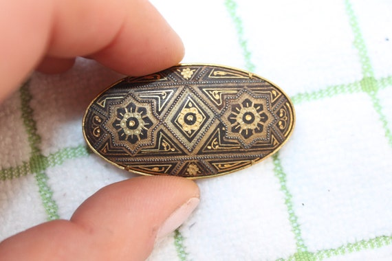 Victorian mourning Brooch Taille D'Epargne enameled