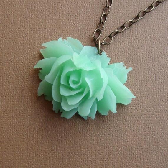 Viola in Mint Green