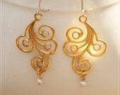 golden waves and pearls earrings / gold pearl jewelry / white pearls