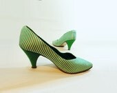 1980s Vintage Shoes Awning Stripe White Green Pump Size 7.5