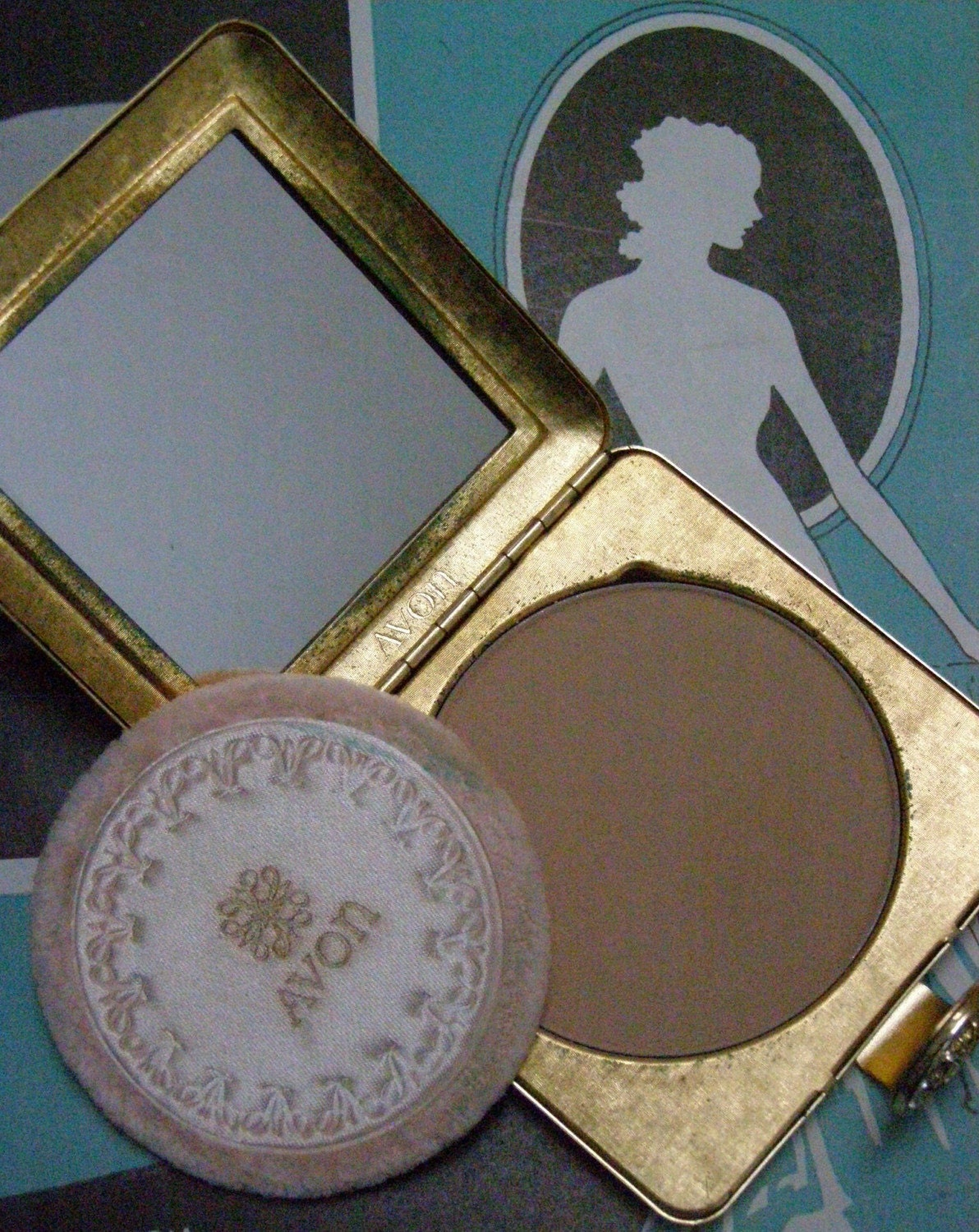 vintage avon powder compact mirror and puff gold free shipping