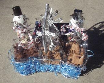 Gourmet Dog Treats - Soothing Spa Basket - - All Natural Dog Treats, Shampoo and Conditioner, Bandana Gift Set - - Shorty's Gourmet Treats