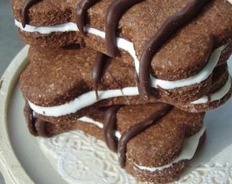 Gourmet Dog Treats - Napawlitans - All Natural Organic Vegetarian Cinnamon Carob and Yogurt Cookie Sandwich - Shorty's Gourmet Treats