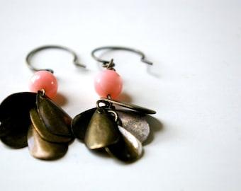 Flapper earrings.