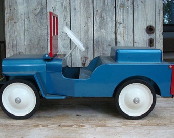 Riding STRUCTO TOY JEEP 1950s