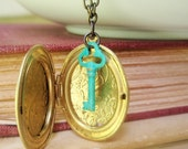 Throw Away the Key Necklace - Vintage Locket  - Super Long