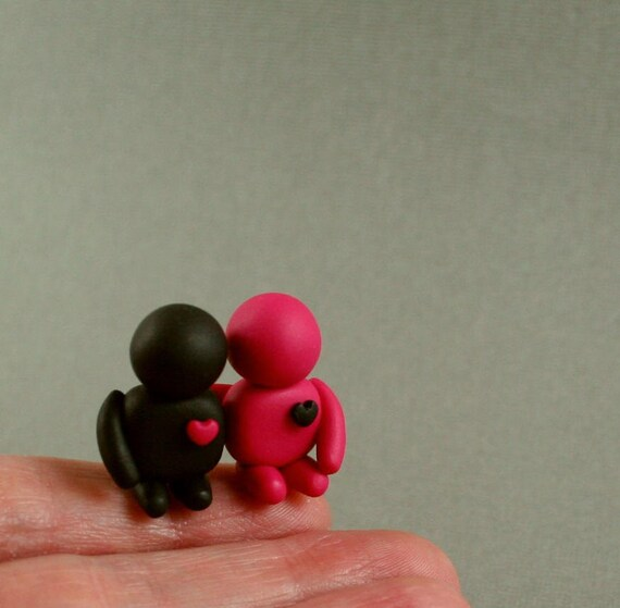 Tiny Couple In Love Sculpture - Hand Sculpted Miniature Polymer Clay People - Black And Pink