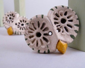 2 Green Barn Owl Ceramic Buttons