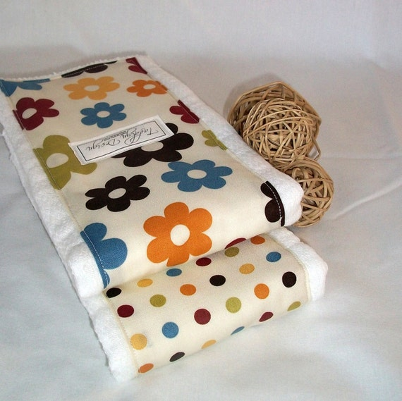 Burp cloth set for baby boy or girl. Flowers and dots.