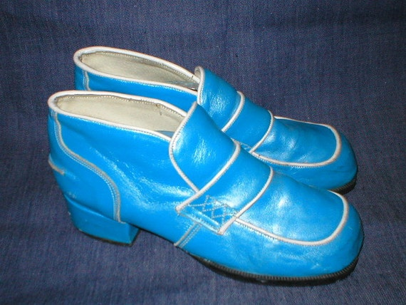 Vintage 70s blue and white slip-on loafer Stacked Platform Shoes mens Size 7 womans size 8.5