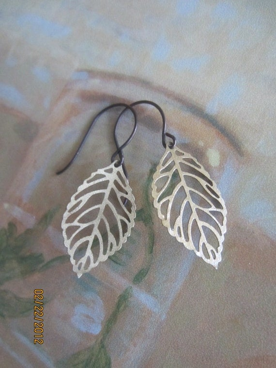 Leaves . earrings .