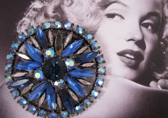 GoRGeOUs ViNTaGe BLuE RHiNeSToNe PiN