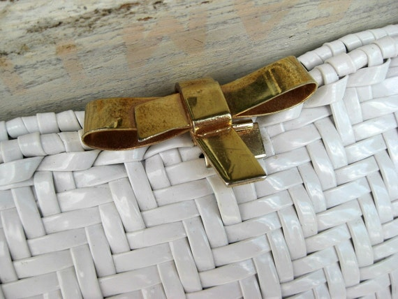 Pretty Vintage Clutch - Basket Weave Style with Brass Bow Clasp