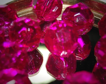 Vintage Lot of 10 Fuschia Faceted Acrylic 19mm Beads BR2