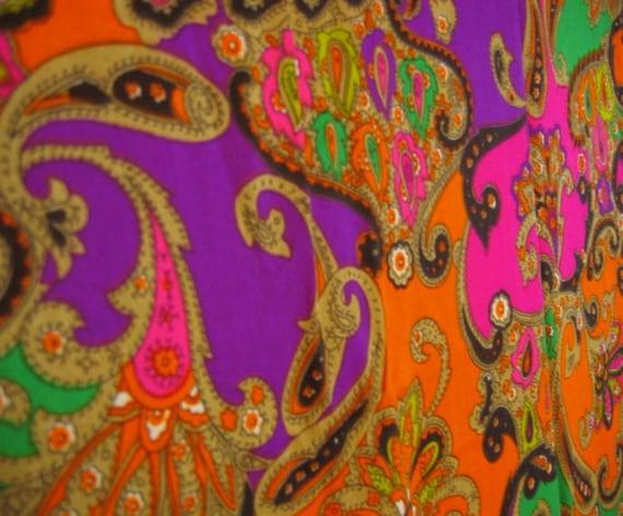 Amazingly 70s Vintage Hawaiian Fabric Wild Paisley