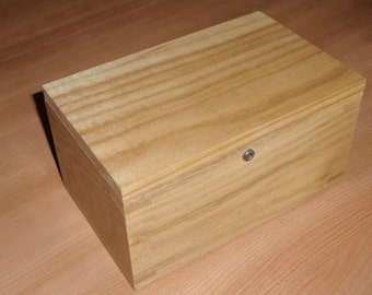 Hinge-less Locking Memory Box Made of Sassafras