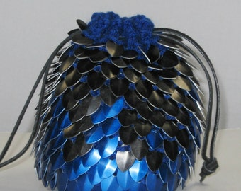 Scalemail Dice Bag of Holding Knitted Dragonhide Blue Fire