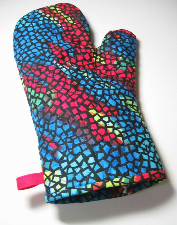 Blue and red oven mitt