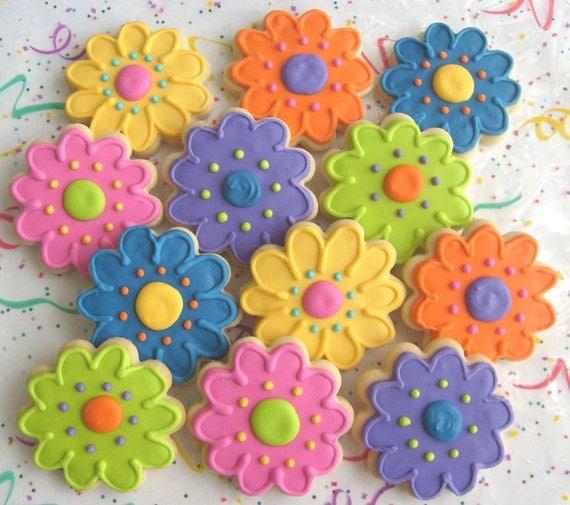 Medium Daisy Cookies - Daisy Decorated Cookies - Flower Cookies - Daisy Cookies - Favors - 1 Dozen