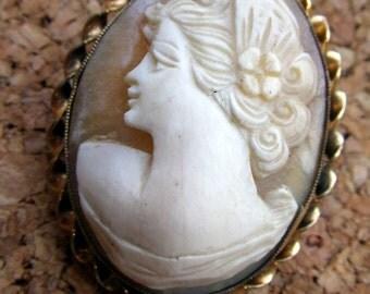 Delicate Vintage Cameo Pin/Pendant