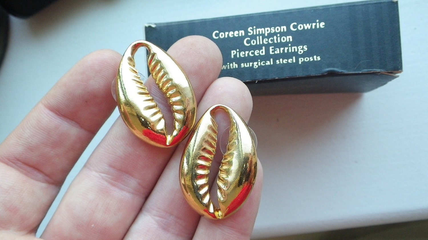 Rare Coreen Simpson Cowrie Shell Earring Nos Boxed