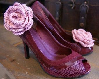 Vintage Style Crocheted Flower Shoe Clips In Pink
