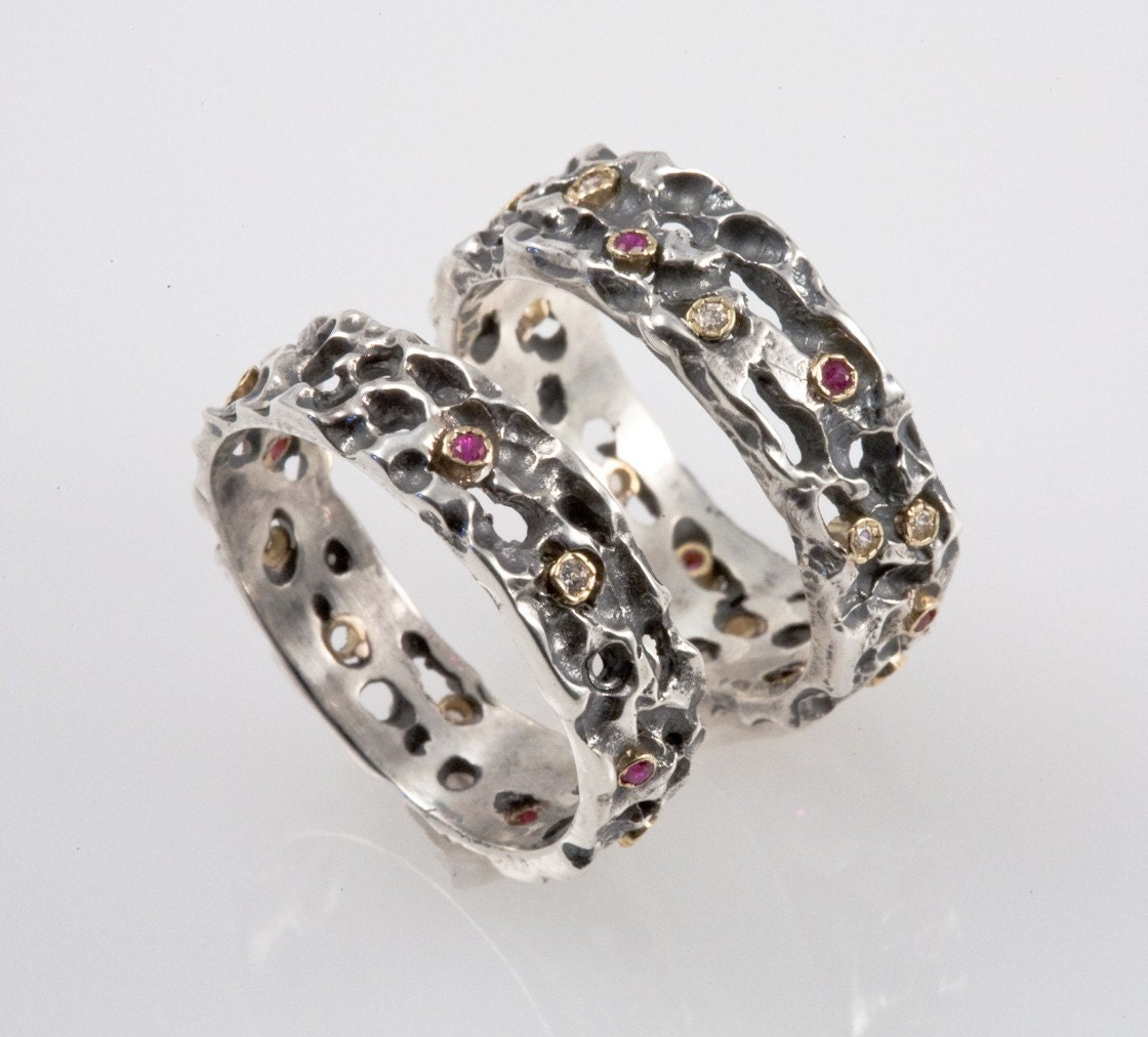 wedding band set made from silver with rubies