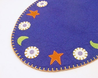 Penny Rug Style Oval Halloween Mat with Moon, Star & Penny Design - 15""