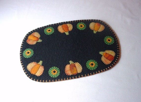 """Fall or Thanksgiving Pumpkin Design Penny Rug Style Table, Tree or Candle Mat - 14"""" x 9.5"""""""