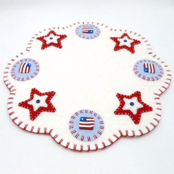 Penny Rug Style Patriotic Design Candle, Table, or Tree Mat - 11.5 Inches