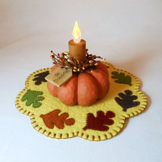 Fall Penny Rug with Thanksgiving Pumpkin Light