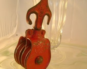 Very Cute and Rusty Red Antique Industrial Chic Arrow Like Pulley, Early 1900s