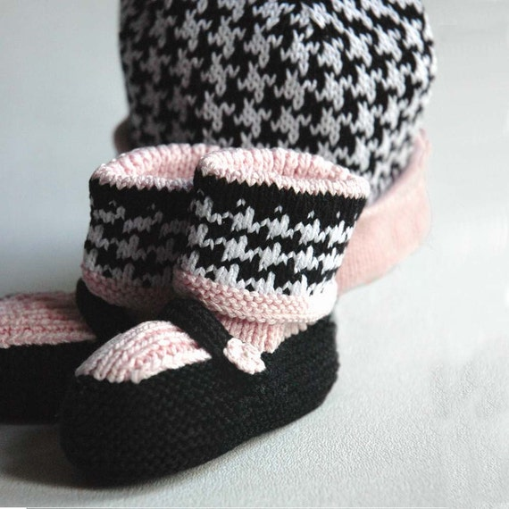 Black and White Houndstooth baby hat and booties set with pink details, Audrey Hepburn style