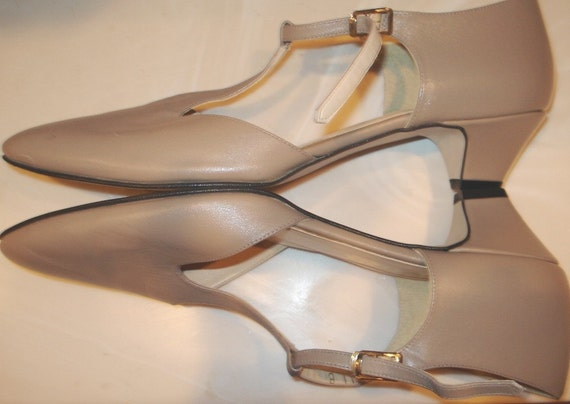 DANCING WITH THE STARS.. NUDE Vegan VTG MARY JANE HEELS Shoes T STRAPS