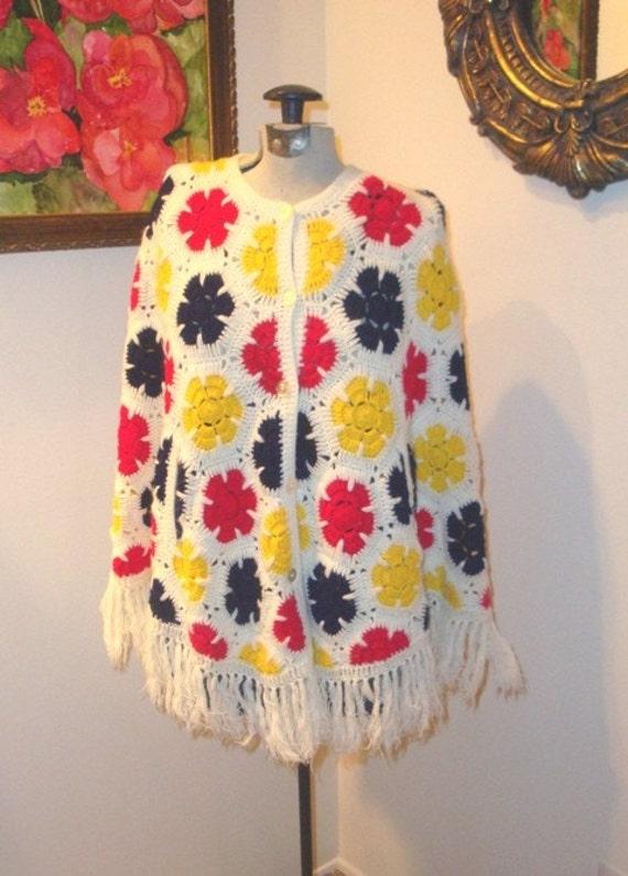TWIGGY MOD Floral FRINGE  VTG 60s CAPE Knit SHAWL knit HIPPIE PONCHO osfa