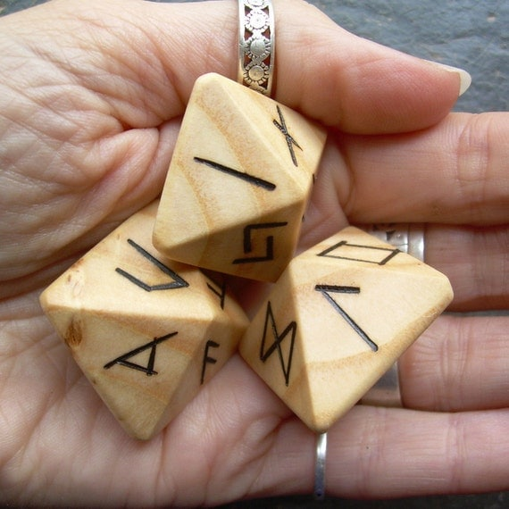 Unique and Exclusive - Rune Dice - in Ash Wood. Set 42.