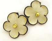 Set of 2 alligator hair clip leather flowers with pearls