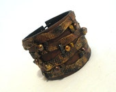 Rustic leather bracelet with pearls. Leather jewelry