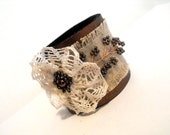Lace and leather bracelet with linen