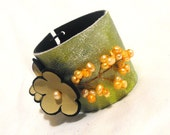 Stylish leather bracelet with pearls Sale