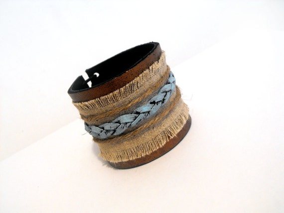 Braided  leather bracelet with linen.