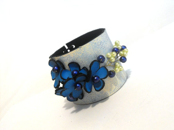 Wedding leather bracelet with flowers